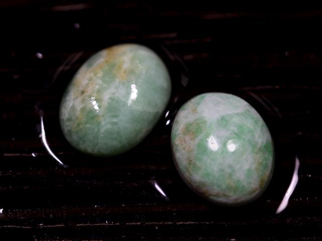 糸魚川の海岸でみつけた、翡翠とキツネ石を磨いてみる