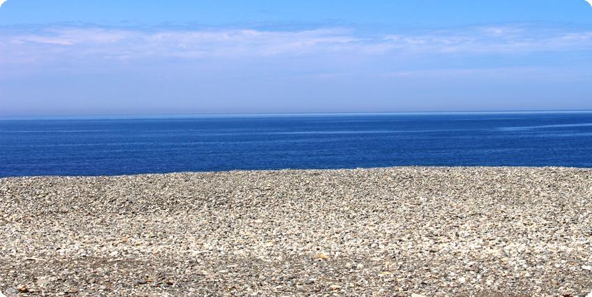 海で石を拾おう